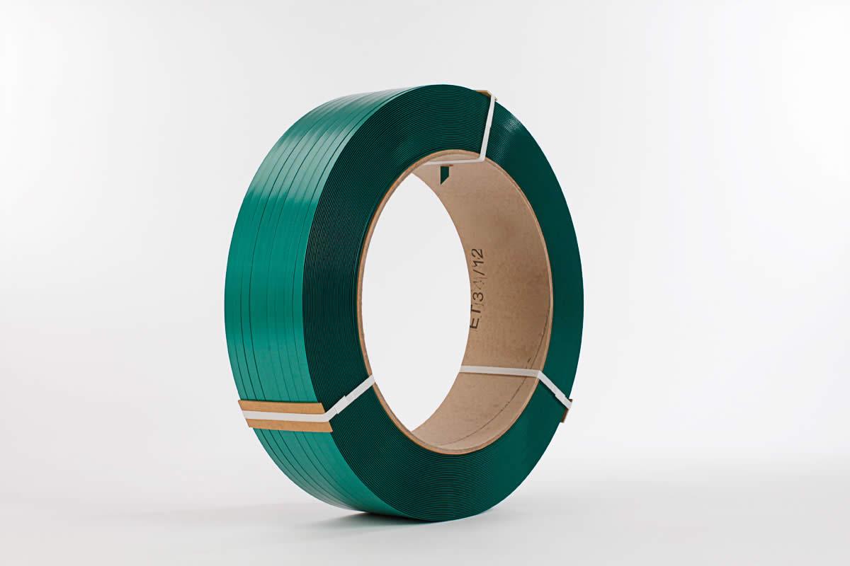 Das grün geprägtes PET-Umreifungsband ist in 12 bis 19 mm Breite erhältlich
